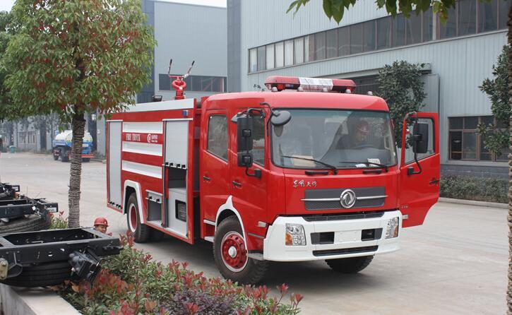 8吨东风天锦泡沫消防车
